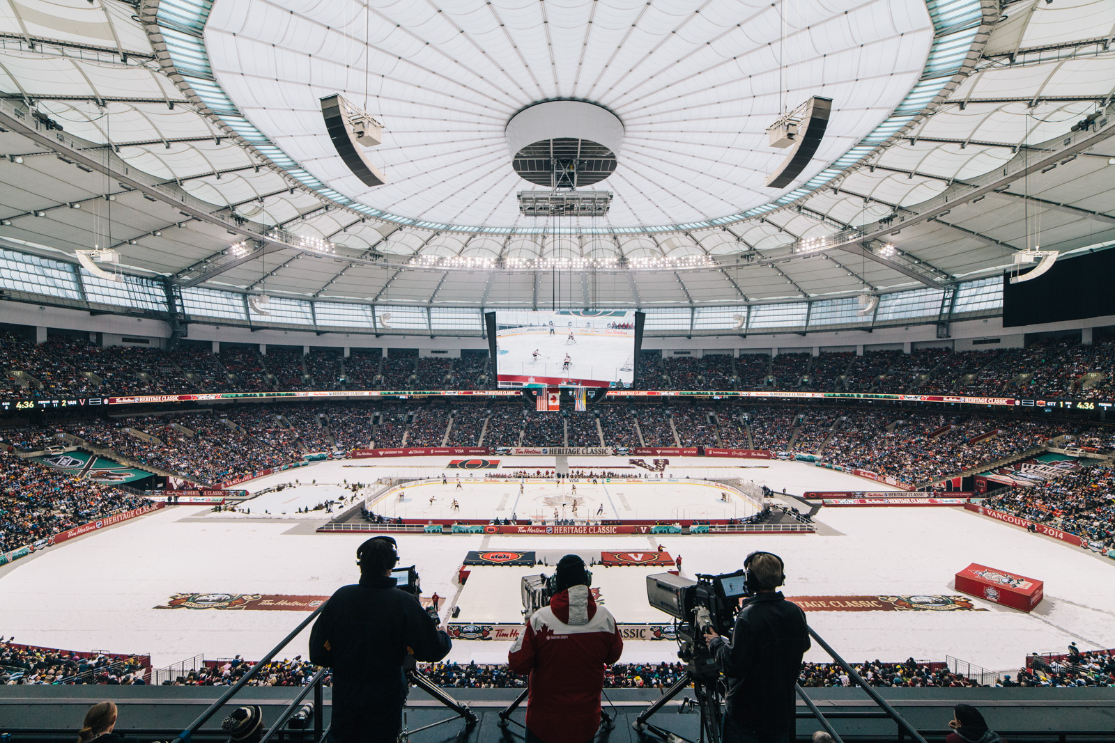 vancouver-canucks-bc-place-heritage-classic