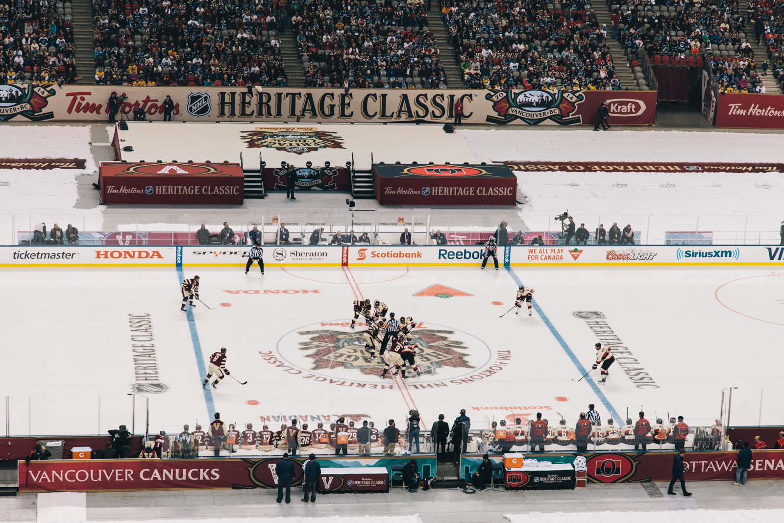 heritage-classic-vancouver-canucks-bc-place-faceoff