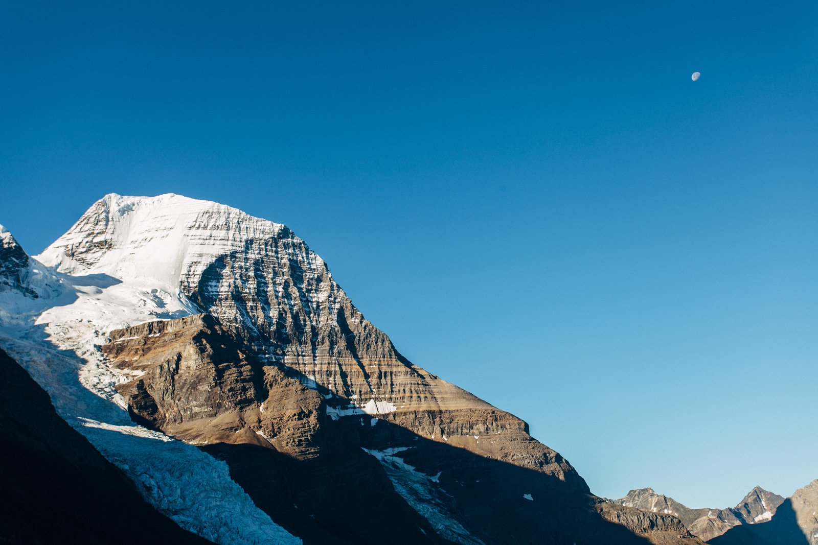 mount robson early morning with the moon